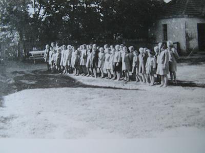 Apel w filii obozu w Dzierżąznej